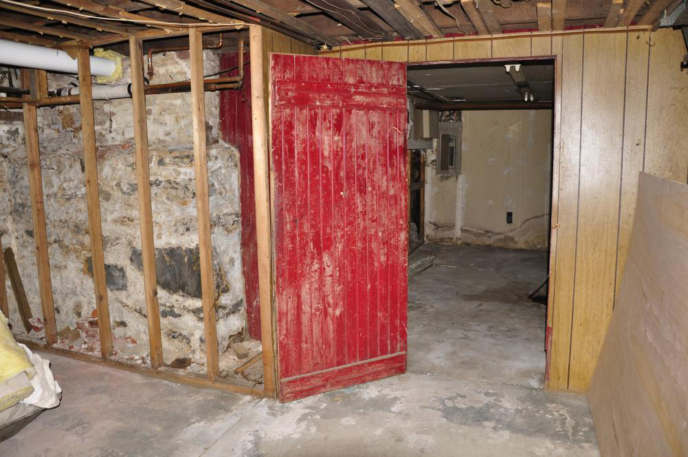 Marble or Granite – What Is the Best Material for Your Basement Finishing?